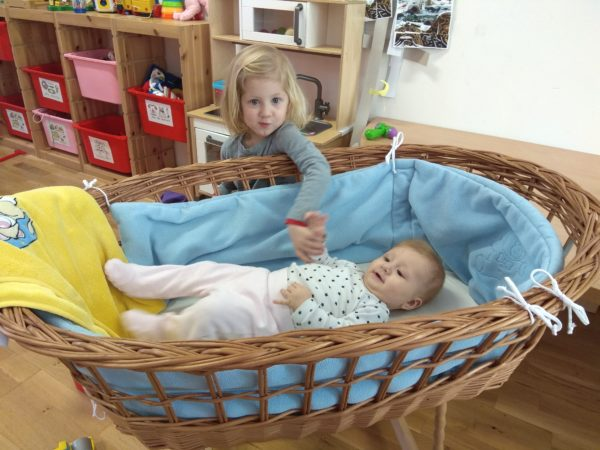 koš pro miminka v herně