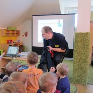 předškolka Ptáčata - návštěva hasičů